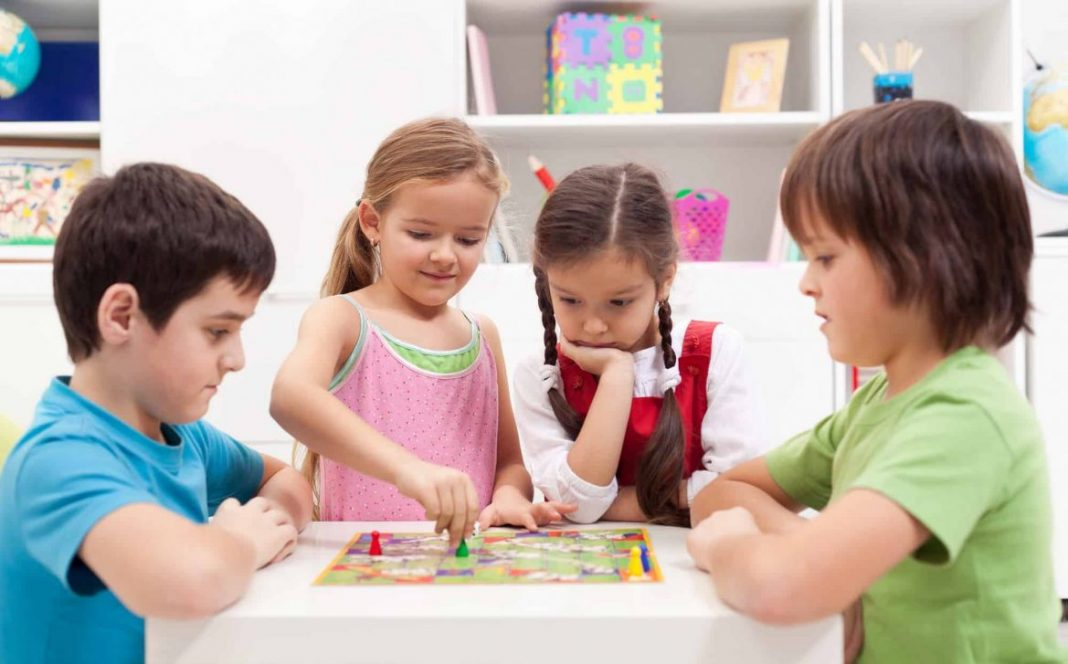 Jocul dezvolta gandirea si inteligenta copiilor